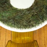 Fausse herbe sur table